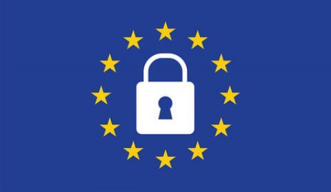 candado sobre la bandera de la Unión Europea